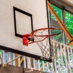 バスケットボールのゴールにボードがついている理由