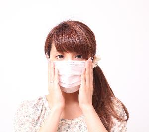 女性-マスク-手